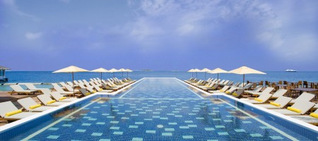 19_Swimming Pool_Centara Maldives2