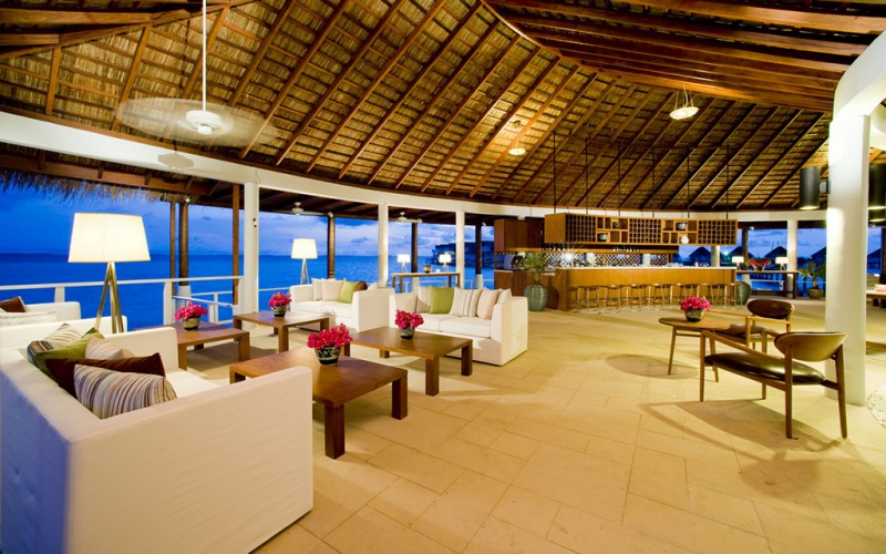 4_Lounge Bar_Centara Maldives
