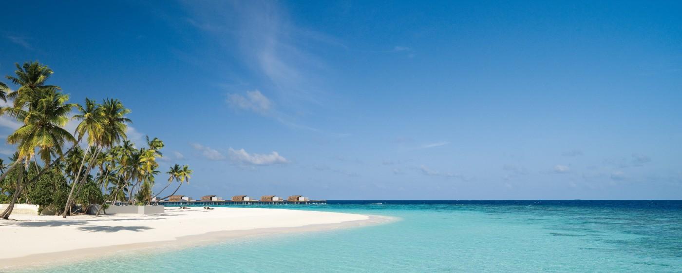 Alila Villas Hadahaa – View on the beach near main pool (0366)