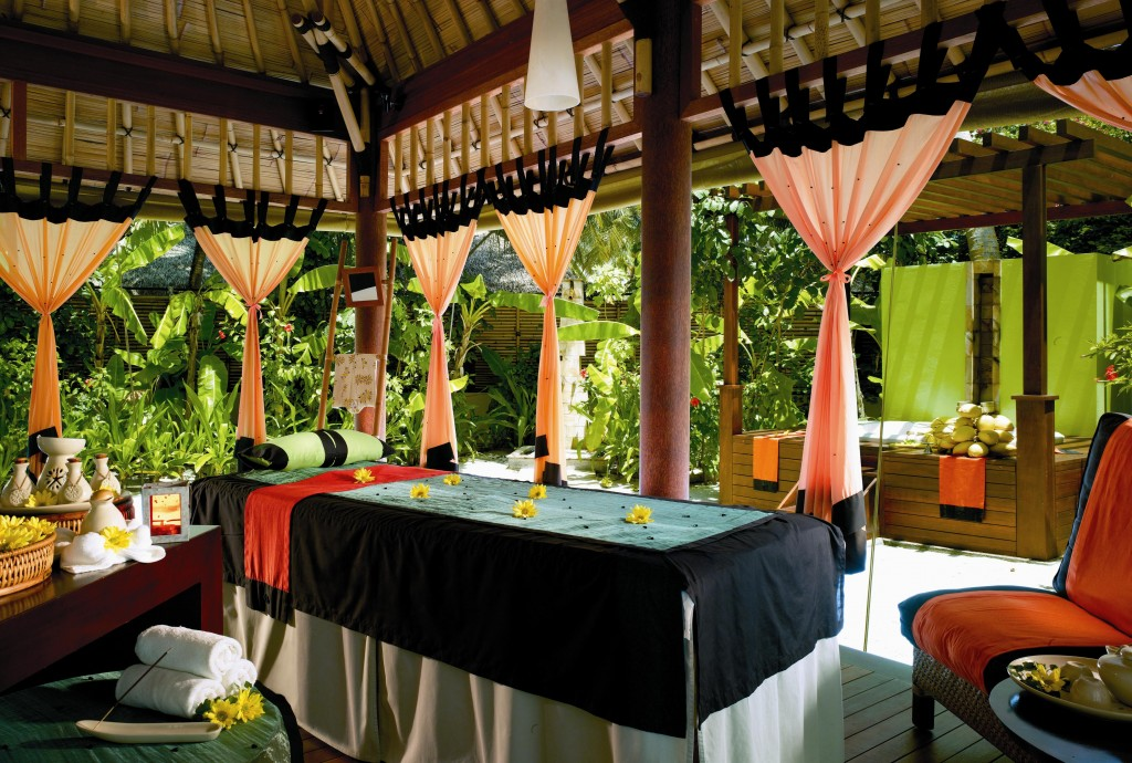 In 1994, The Banyan Tree Phuket Pioneered The Tropical Garden Spa By  Introducing Oriental Therapies That Focus On Spiritual, Mental And Physical  Harmony.