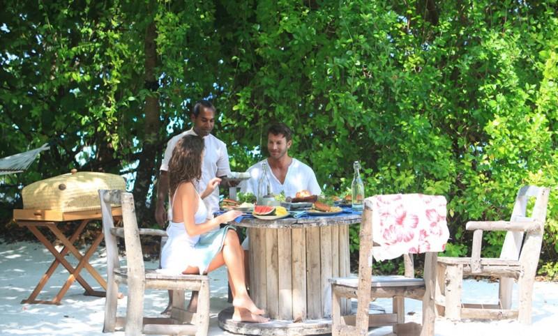1280x771_in-villa-dining