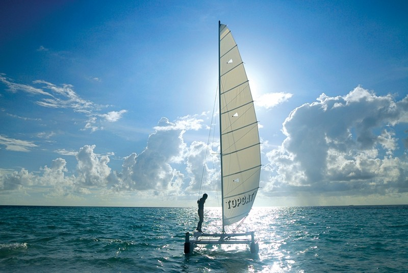 Vilamendhoo, sailing in the sea