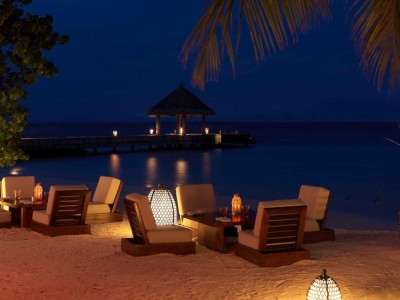 jumeirah-vittaveli-mu-beach-bar-grill1-hero (1)