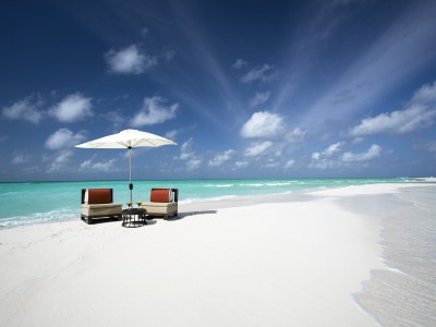 SANDBANK WITH COCKTAILS