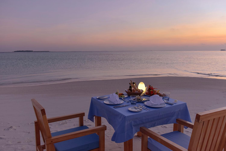 Maafushivaru_beach-dining