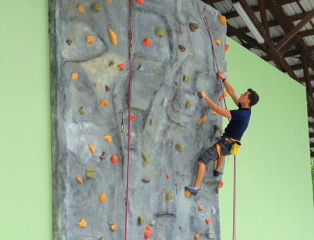 velaa wall climbing