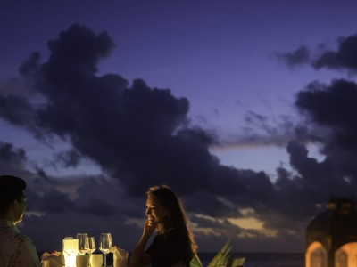 Hi_MOK_70582838_outrigger-konotta-maldives-resort-dining-beach1