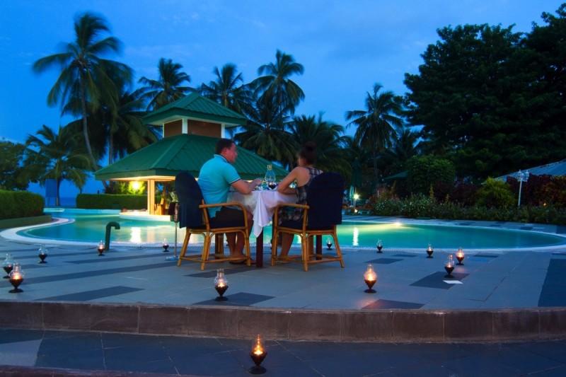 Poolside-dinner_005