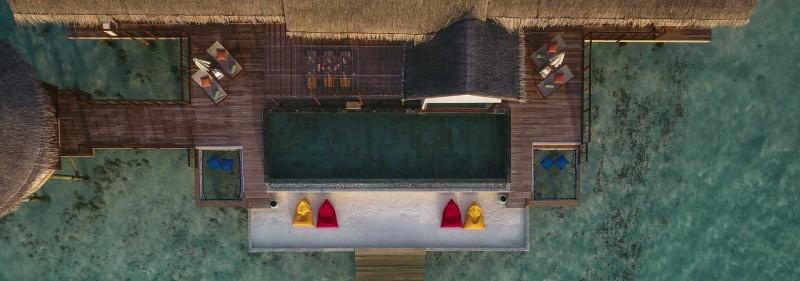 ozen-ocean-suite-swimming-pool