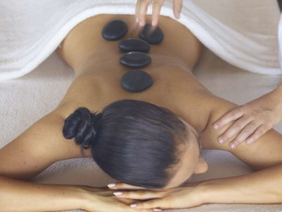 baros-maldives_spa-hot-stone-massage_hr