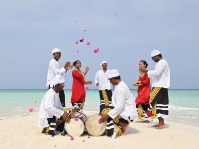 wedding-ceremony-on-sandbank