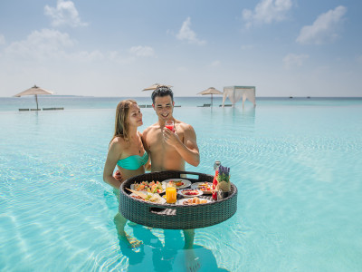 Amilla Fushi floating breakfast 1