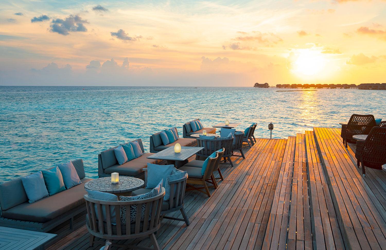 Vakkaru-Maldives_Lagoon-Bar-with-Sunset