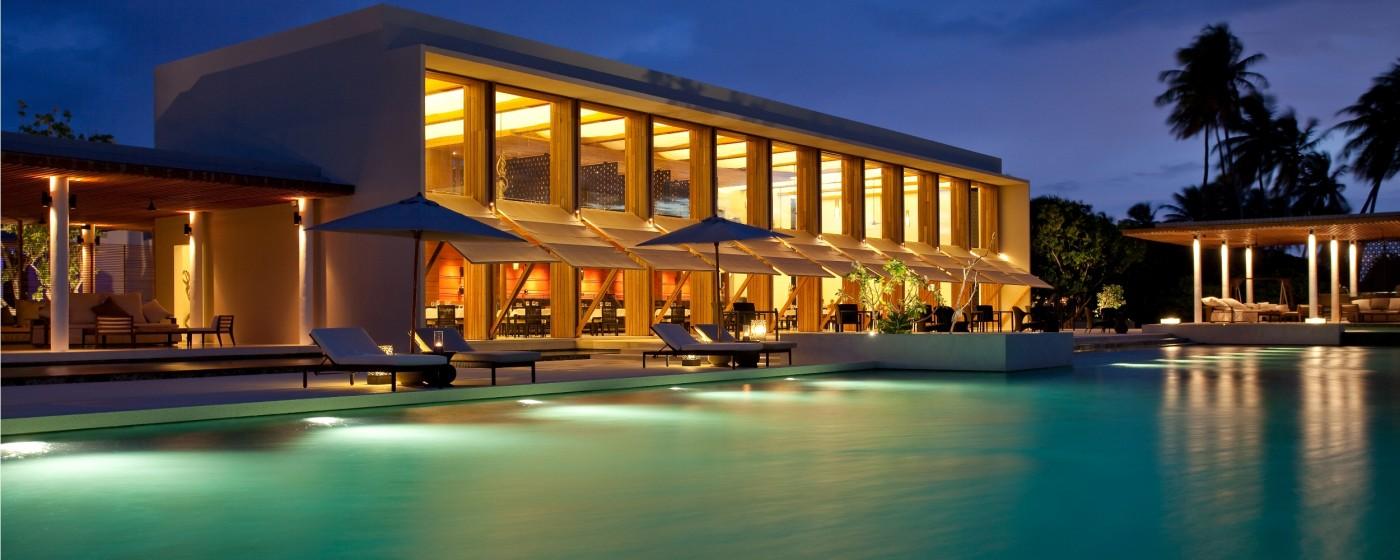 Alila Villas Hadahaa – Main Pool & Relish after sunset (0601)