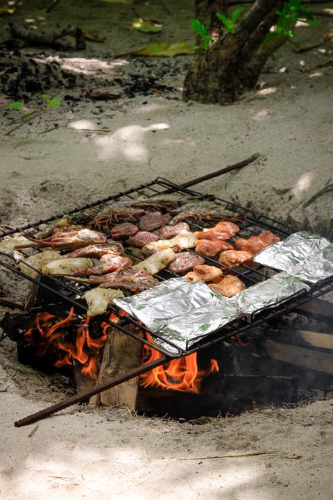 Kanuhura_castaway_picnic_on_Masleggihura_island_food__14__480x720_72_RGB