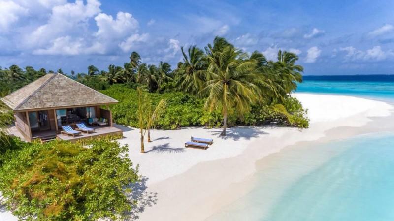Hurawalhi_Sunrise_Beach_Villa_Beach-1030x579