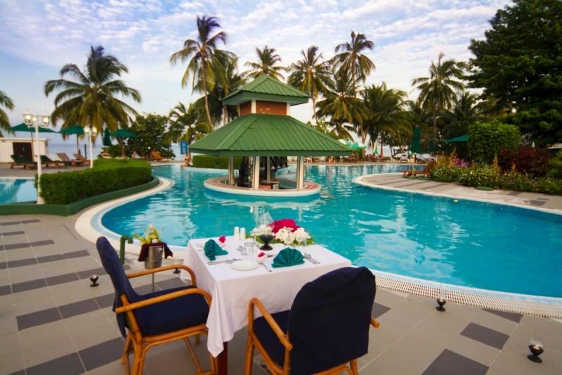 Poolside-dinner_001